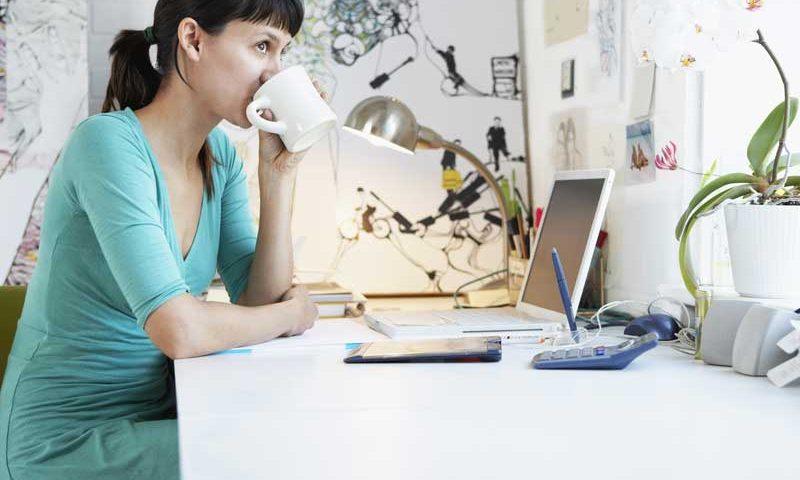 self-emlpoyed-worker-at-desk
