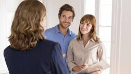 couple-meeting-with-realtor